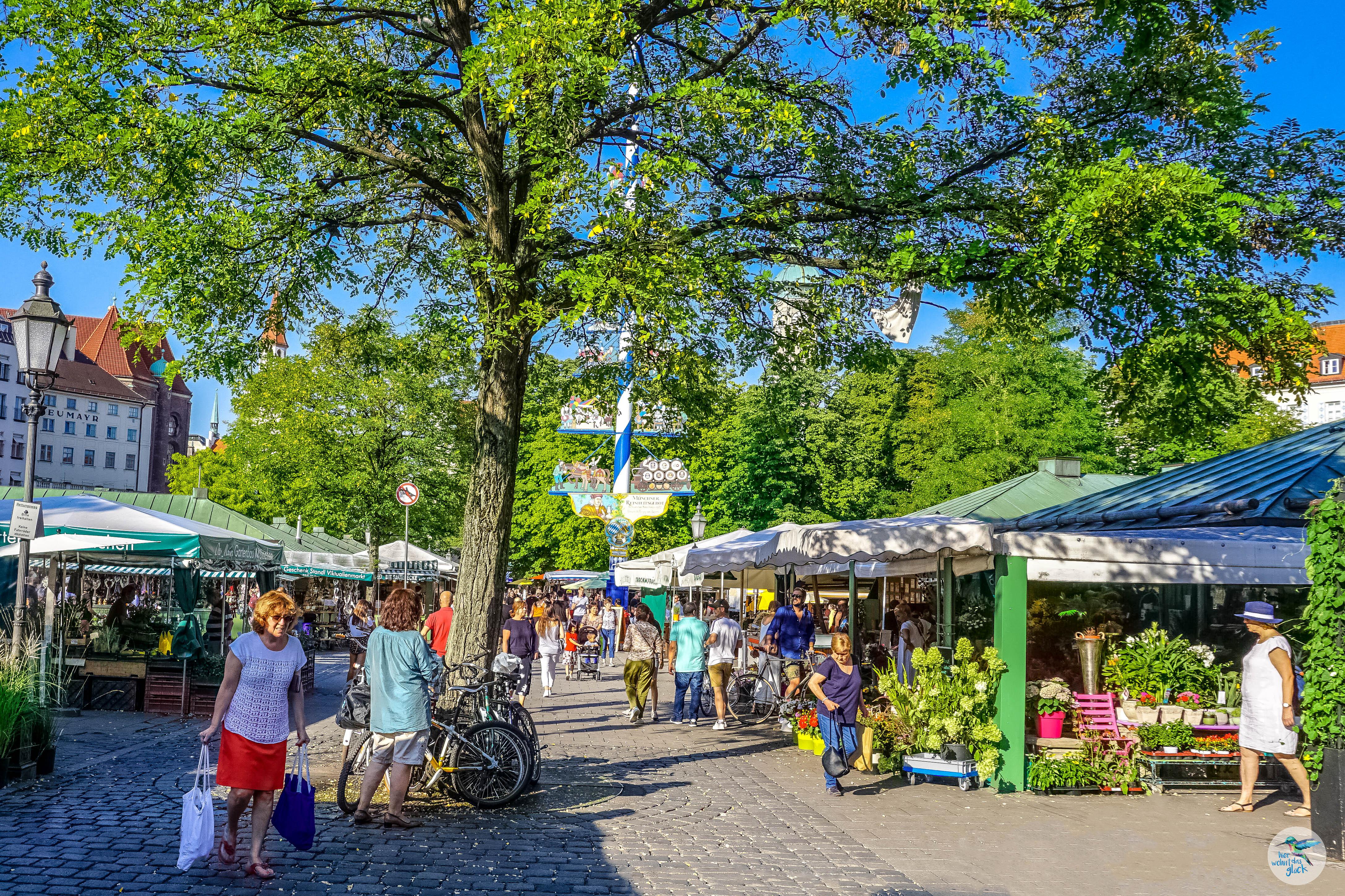 Reges Treiben am Viktualienmarkt in München