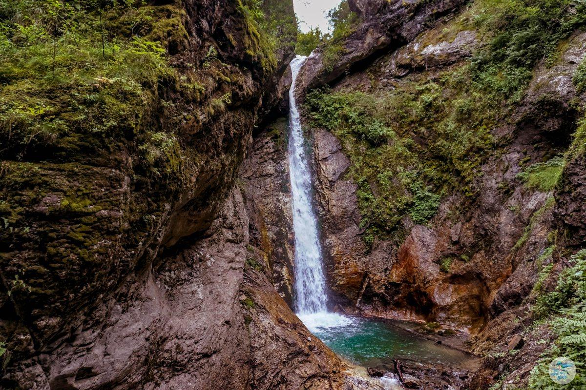 Tosende Wasserfälle in der Raggaschlucht