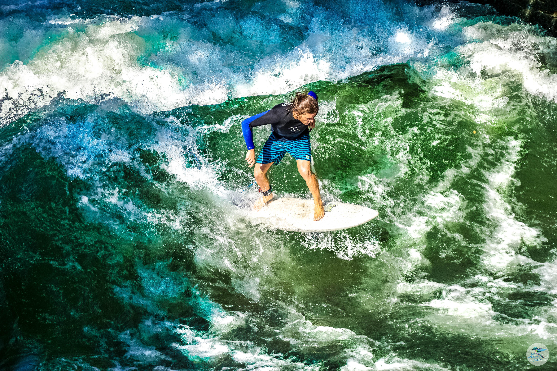 Unzählige Surfer/innen versuchen hier täglich ihr Glück