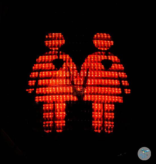 Das Glockenbachviertel mit seinen gleichgeschlechtlichen Ampelzeichen - love is love!