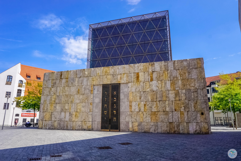 Die Hauptsynagoge Münchens neben dem Jüdischen Museum bietet auch gelegentlich Führungen an