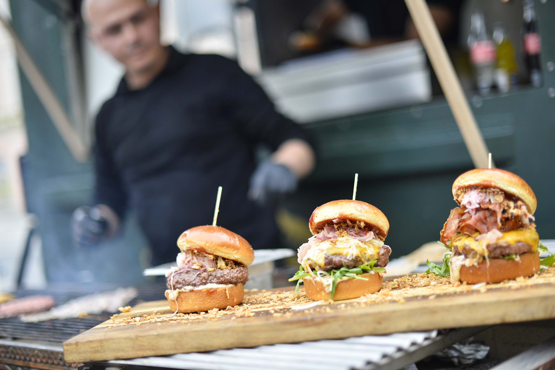 G´schmackige Burger - serviert von der Burger-Boutique© Wirtschaftsservice / Helge Bauer