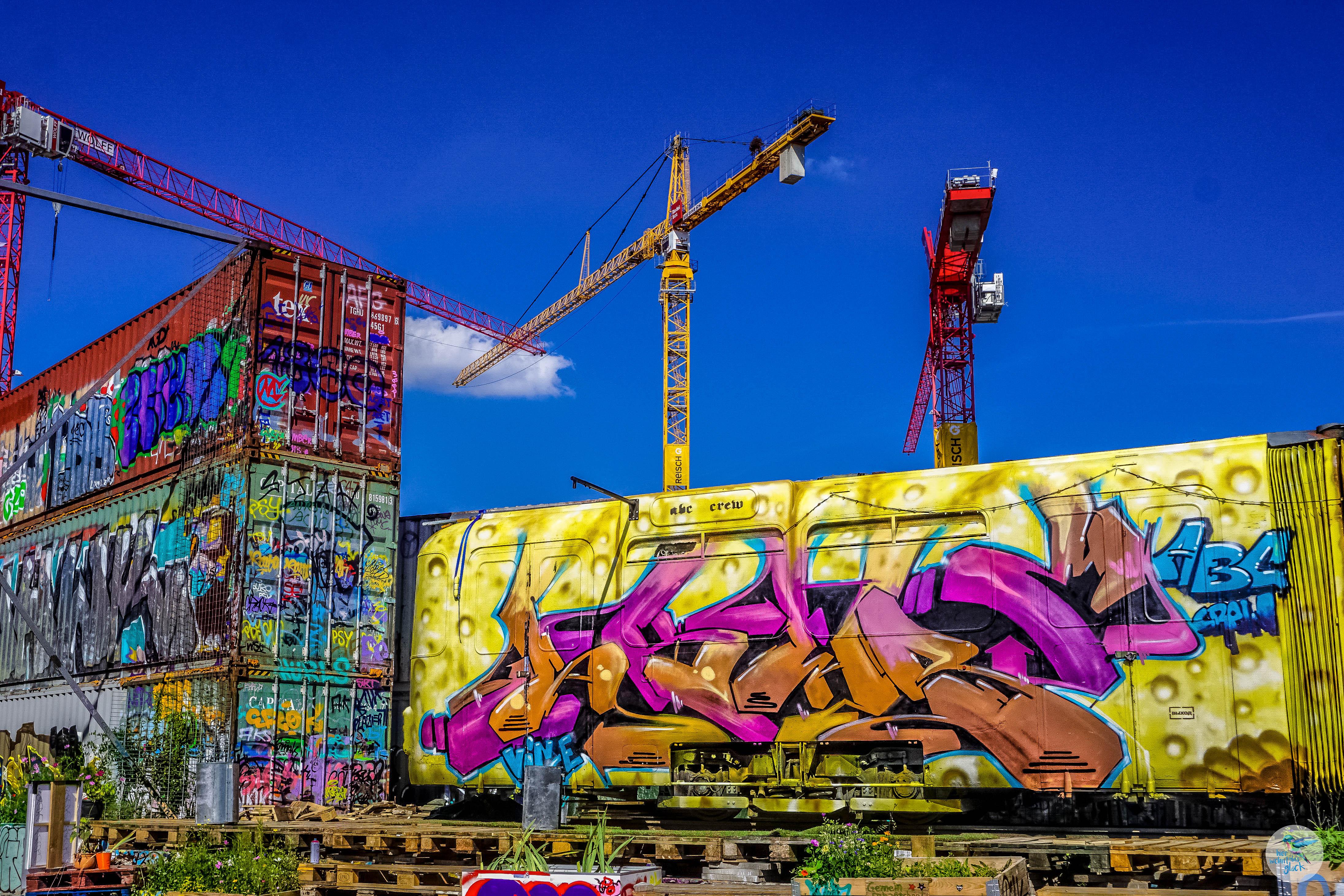 Graffitis auf alten Containern